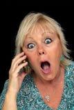 Fällige blonde Frau mit Handy (4) Lizenzfreie Stockfotos