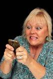 Fällige blonde Frau mit Handy (6) Stockfoto