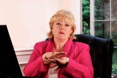 Fällige Frau, die Nr. gestikuliert Lizenzfreies Stockbild