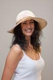 Fällige Frau in einem Strohhut Stockfotos