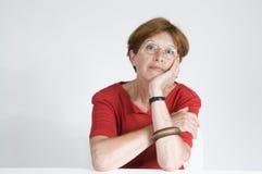 Fällige Frau im Rot Stockbilder