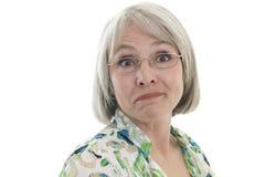 Fällige Frau mit humorvollem Ausdruck Stockfotografie