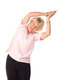 Fällige Frau in Yogastellung Stockbilder