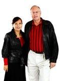 Fällige gemischte ältere Paare stockfotos