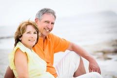 Fällige Paare an den Feiertagen Lizenzfreie Stockfotografie