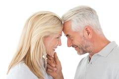 Fällige Paare, die einander betrachten Lizenzfreie Stockbilder