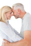 Fällige Paare, die einander betrachten Lizenzfreies Stockbild