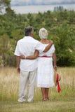 Fällige Paare draußen Stockfotografie