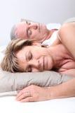 Fällige Paare schlafend Stockfoto