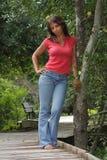 Fällige schwarze Frau auf einer Promenade (3) Stockfoto
