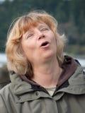 Fällige singende Frau Stockbilder