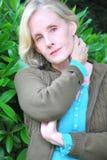 Fällige weibliche blonde Schönheit Stockbild