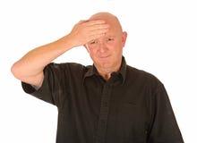 Fälliger Mann mit Kopfschmerzen stockfotos