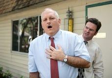 Fälliger Mann - Schmerz in der Brust Stockfoto