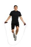 Fälliger Mann-springendes Seil stockfotografie