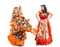 Fälliger Tanzflamenco der Frau zwei im Zigeunerkostüm Stockfotografie