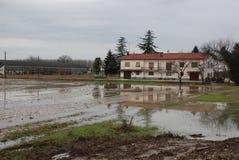 fält översvämmat hus Royaltyfria Bilder