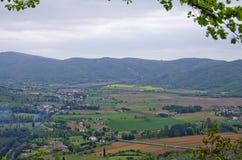 Fält av den Val D `en Chiana nära Cortona, Italien Arkivbilder