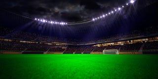 Fält för fotboll för nattstadionarena Arkivbilder