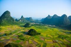 Fält i Guilin av Kina fotografering för bildbyråer