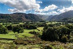 Fält och betar av den Borrowdale dalen Arkivfoto