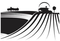 Fält och ladugård i svartvitt Arkivbilder