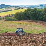 Fältarbete i Tuscany royaltyfri bild