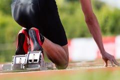 fältet sprintar startspåret Arkivbild