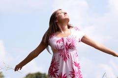 fälthänder öppnar leendet som plattforer teen Fotografering för Bildbyråer