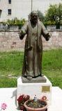 FältprästPio-staty på ingången av staden Arkivbilder
