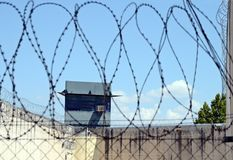 Fängelse och taggtråd Royaltyfria Bilder