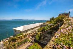 Fängelseträdgård i Alcatraz royaltyfri foto