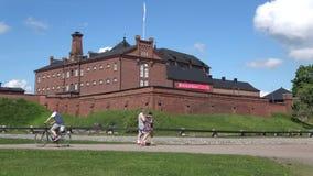 Fängsla byggnad av fästningen Hameenlinna på en solig sommardag finland stock video