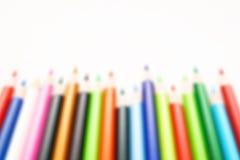 Färben Sie Bleistift auf einem Weißbuch für Hintergrund, Rahmen Stockfoto