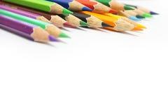 Färben Sie Bleistift auf einem Weißbuch für Hintergrund, Rahmen lizenzfreies stockfoto