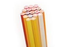 Färben Sie Bleistift auf einem Weißbuch für Hintergrund, Rahmen lizenzfreie stockfotos