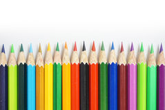 Färben Sie Bleistift auf einem Weißbuch für Hintergrund, Rahmen lizenzfreie stockbilder