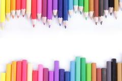 Färben Sie Bleistift leer in der Mitte für Textschreiben Stockfoto