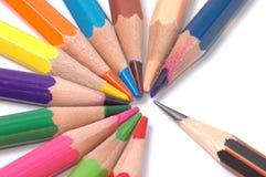 Färben Sie Bleistifte oben getrennt auf weißem Hintergrundabschluß Stockbild