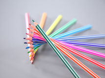 Färben Sie Bleistifte oben getrennt auf weißem Hintergrundabschluß Lizenzfreies Stockfoto