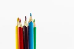 Färben Sie Bleistifte oben getrennt auf weißem Hintergrundabschluß Lizenzfreie Stockfotos
