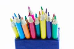 Färben Sie Bleistifte oben getrennt auf weißem Hintergrundabschluß Lizenzfreie Stockfotografie