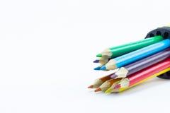 Färben Sie Bleistifte oben getrennt auf weißem Hintergrundabschluß Lizenzfreie Stockbilder