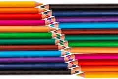 Färben Sie Bleistifte, Zeichenstifte mit dem Kopienraum, der auf weißem backgro lokalisiert wird Lizenzfreie Stockbilder