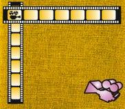 Färben Sie Filmstreifen und rosafarbene Kamera gelb Stockfoto