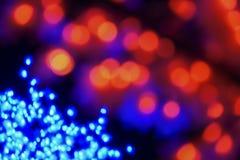 Färben Sie Licht unscharfes bokeh auf dem schwarzen Hintergrund, defocused Hintergrund- und Musterdekorationen Rot und Grün Lizenzfreie Stockfotos