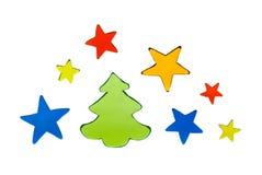 Färben Sie Weihnachtselemente - der Baum und Sterne, die auf Weiß lokalisiert werden Stockfotos