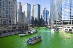 Färbendes Chicago River Grün stockfotografie