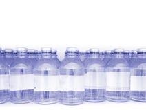 Färdiga medicinska produkter i små medicinflaskor med stället för dina rekord Fotografering för Bildbyråer