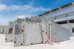 Färdiggjuten betongväggpanel arkivbild